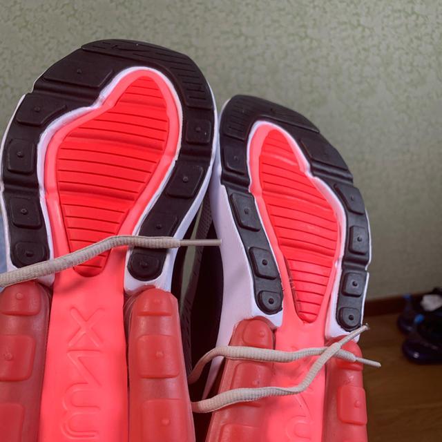 NIKE(ナイキ)のNike air Max 270 red & white 28cm 新品未使用 メンズの靴/シューズ(スニーカー)の商品写真
