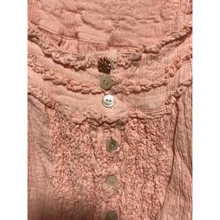 ツモリチサト(TSUMORI CHISATO)のツモリチサト 新品 サーモンピンク 楊柳 ワンピース オープン羽織にも花ボタン(ひざ丈ワンピース)