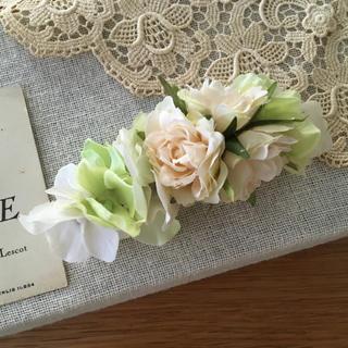 ホワイトバラとホワイト、ミントグリーン紫陽花のバレッタ(ヘアアクセサリー)
