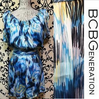 ビーシービージーマックスアズリア(BCBGMAXAZRIA)のBCBGENERATION サテン ブルーデザイン ワンピース(ひざ丈ワンピース)