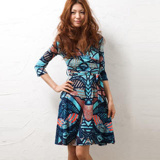 ビーシービージーマックスアズリア(BCBGMAXAZRIA)のLA Blue Joint print  dress s(ひざ丈ワンピース)