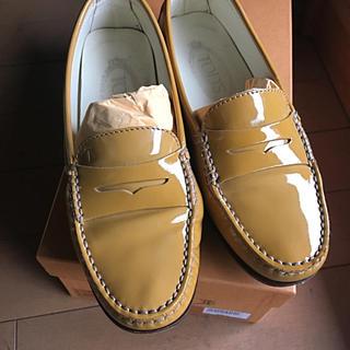 トッズ(TOD'S)のTOD'Sエナメルローファー 35 1/2(ローファー/革靴)