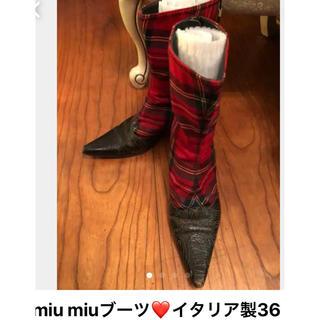 ミュウミュウ(miumiu)のmiumiu短ブーツ(ブーツ)