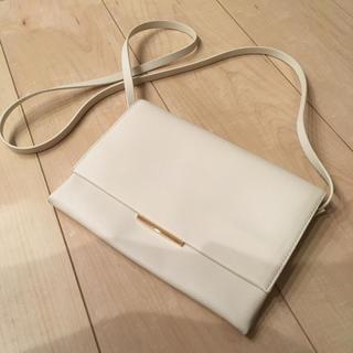 エイチアンドエム(H&M)のホワイトのシンプルショルダーバッグ。(ショルダーバッグ)