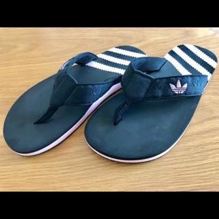 アディダス(adidas)のビーチサンダル (ビーチサンダル)