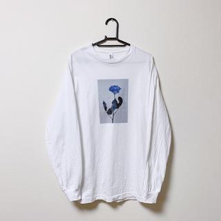 ラッドミュージシャン(LAD MUSICIAN)のFlowis Blue rose T (White) ロンT Tシャツ(Tシャツ/カットソー(七分/長袖))