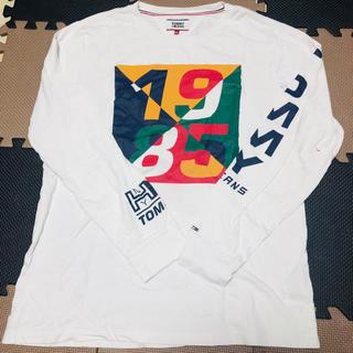 トミー(TOMMY)のTOMMY JEANS フロントプリント 袖ロゴ Tシャツ L/S(Tシャツ/カットソー(七分/長袖))