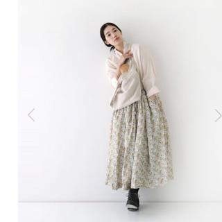 ヴェリテクール(Veritecoeur)の1点で¥1000off2点で¥2500ofヴェリテクールフラワープリントスカート(ロングスカート)