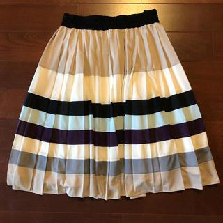 トゥービーシック(TO BE CHIC)のTOBECHICトゥービーシック スカート サイズ40 ふんわり素敵なシルエット(ひざ丈スカート)