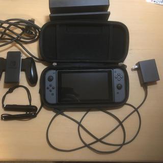 ニンテンドースイッチ(Nintendo Switch)のニンテンドースイッチ Joy-Con (L) / (R) グレーケース付(携帯用ゲーム本体)