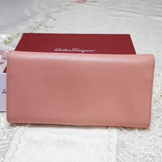 Salvatore Ferragamo(サルヴァトーレフェラガモ)の専用  フェラガモ長財布ガンチーニ224633サルヴァトーレフェラガモ二つ折り レディースのファッション小物(財布)の商品写真