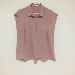ジーユー(GU)のジーユー くすみピンク ブラウス 半袖(シャツ/ブラウス(半袖/袖なし))