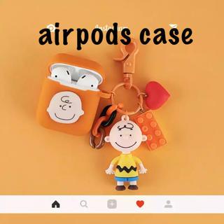 スヌーピー(SNOOPY)のチャーリーブラウン 可愛いチャーム付き airpodsケース オレンジ(モバイルケース/カバー)
