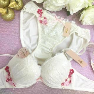 男の娘に大人気!D70Mサイズ サイド花ホワイト ブラショー 女装(ブラ&ショーツセット)