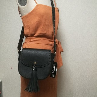 エイチアンドエム(H&M)のエイチアンドエムタッセルショルダーバッグハンドバッグ(ショルダーバッグ)