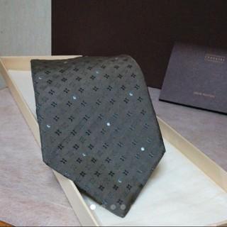 ルイヴィトン(LOUIS VUITTON)の極美品 LOUIS VUITTON  ネクタイ  モノグラム シルバー プラチナ(ネクタイ)