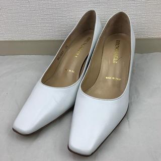 【超美品】ブルーノ マリ ホワイト パンプス 約21.5㎝(ハイヒール/パンプス)