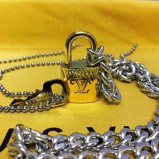 ルイヴィトン(LOUIS VUITTON)のLOUISVUITTON パドロック カデナ 南京錠 鍵有り 301 (ネックレス)