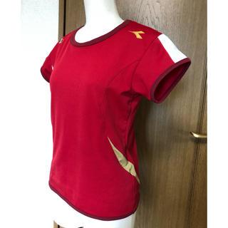 ディアドラ(DIADORA)のディアドラ ゲームシャツ M 濃赤/金(ウェア)