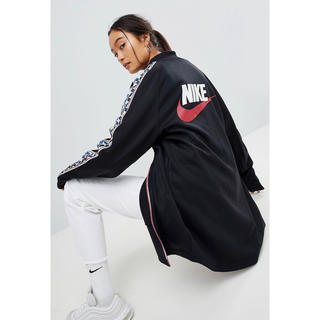【 Sサイズ】新品未使用 Nike トラックジャケット サイドストライプ