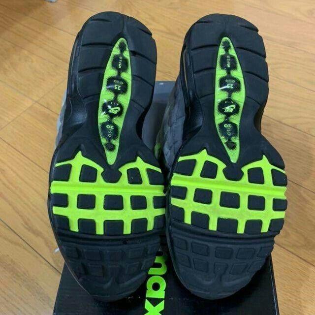 NIKE(ナイキ)のNIKE AIR MAX エアーマックス95 イエローグラデーション レディースの靴/シューズ(スニーカー)の商品写真