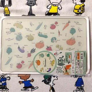 スヌーピー(SNOOPY)のスヌーピー  カッティングボード  まな板 野菜柄(調理道具/製菓道具)