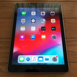 アイパッド(iPad)の安心安全のapple保証付 iPad 5世代 SIMフリー 128GB (タブレット)
