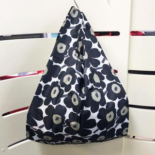 マリメッコ(marimekko)の新品 マリメッコ 折りたたみ エコバッグ ウニッコ ブラック 038695(エコバッグ)