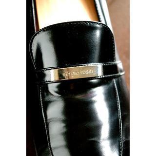 美品 上質レザー セルジオロッシ ロゴ入りシルバープレート ローファー(ローファー/革靴)