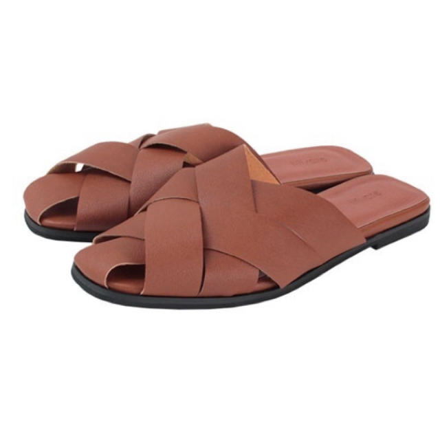 titivate(ティティベイト)のtitivate クロススリッパサンダル M ブラウン レディースの靴/シューズ(サンダル)の商品写真