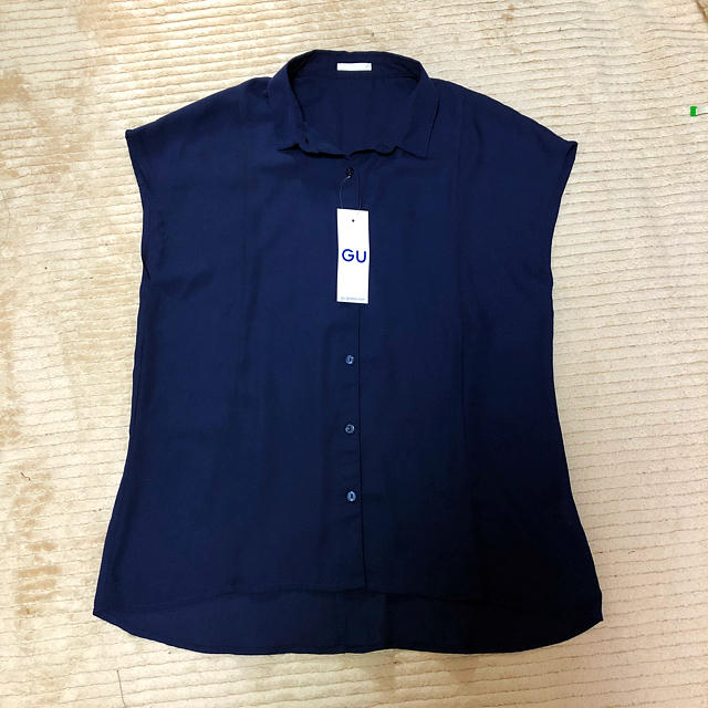 GU(ジーユー)のGU ネイビー シャツ  ネイビー 紺色 レディースのトップス(シャツ/ブラウス(半袖/袖なし))の商品写真