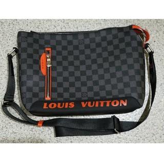 LOUIS VUITTON - LOUIS VUITTON  メンズ ショルダーバッグ メッセンジャー
