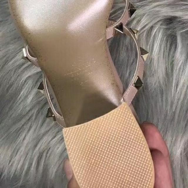 VALENTINO(ヴァレンティノ)のVALENTINO レディースの靴/シューズ(サンダル)の商品写真