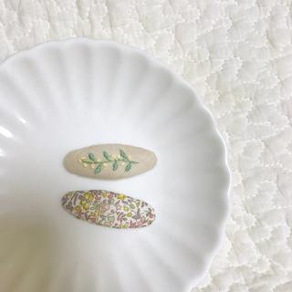 プチバトー(PETIT BATEAU)のleaf&berries pin set(ファッション雑貨)