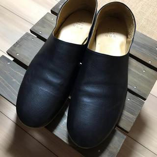 ヤエカ(YAECA)のque shoes ブラック(ローファー/革靴)