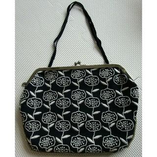 ミナペルホネン(mina perhonen)のSally Scott  刺繍がまぐちフラットバッグ (ハンドバッグ)