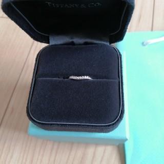 ティファニー(Tiffany & Co.)のティファニー カーブドバンド リング(リング(指輪))