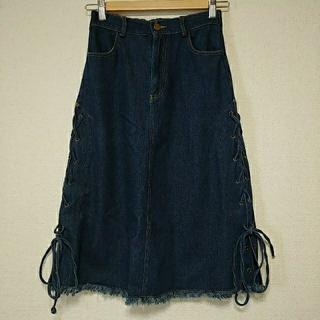 メルロー(merlot)のmerlotサイドリボンのデニムスカート(ひざ丈スカート)