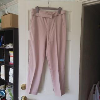 ジーユー(GU)の未使用 gu ベルト付きテーパードパンツ ピンク XLサイズ(カジュアルパンツ)