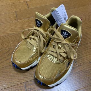 アディダス(adidas)のadidas originals スニーカー ファルコン 24.5cm 金色(スニーカー)