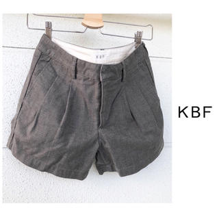 ケービーエフ(KBF)のアーバンリサーチ KBF タック ショートパンツ グレー(ショートパンツ)