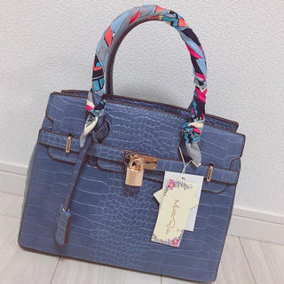 Lily Brown - 【新品タグ付き】スカーフ付♡型押しハンドバッグ