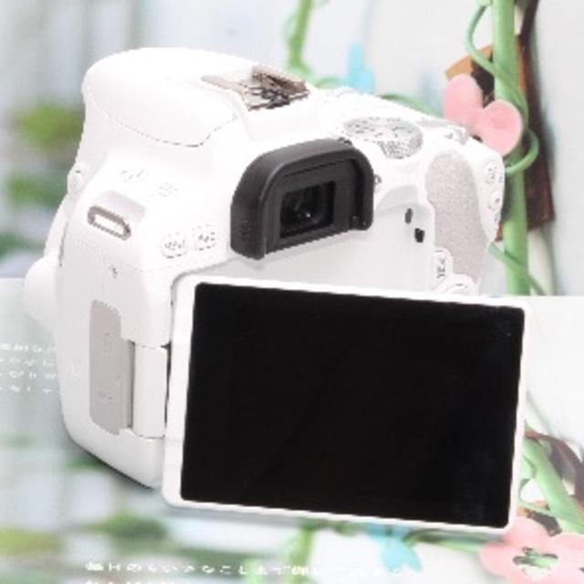 Canon(キヤノン)の❤️Wi-Fi&自撮りを思いのままに❤️キヤノン kiss x9 ホワイト❤️ スマホ/家電/カメラのカメラ(デジタル一眼)の商品写真