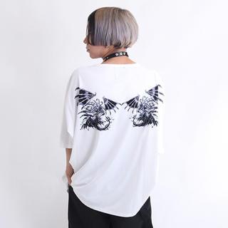 ファンキーフルーツ(FUNKY FRUIT)の刃物狂いの悪魔 ドルマン 半袖 Tシャツ 白 drug honey(Tシャツ(半袖/袖なし))
