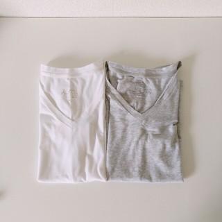 GU - vネックシャツ