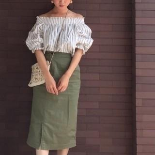 ディスコート(Discoat)の美品 ディスコート ストライプオフショルダー(シャツ/ブラウス(半袖/袖なし))