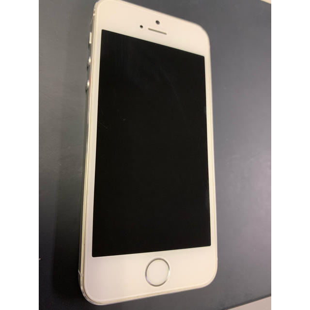 iPhone(アイフォーン)のiPhone5s 32gb シルバー スマホ/家電/カメラのスマートフォン/携帯電話(スマートフォン本体)の商品写真