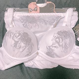 白刺繍ブラ&ショーツ(ブラ&ショーツセット)