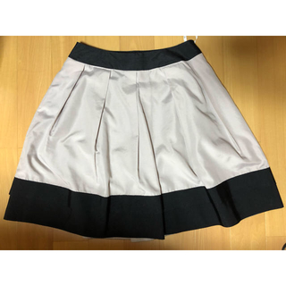 トゥービーシック(TO BE CHIC)のトゥービーシック☆グレーベージュ黒配色スカート☆夏セール☆(ひざ丈スカート)