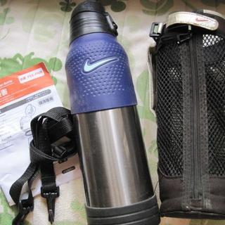 ナイキ(NIKE)の【中古】1.5L保冷専用ナイキNIKE水筒(カバー付き)(弁当用品)